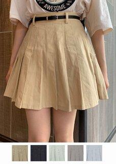ベルト付きのミニのプリーツスカートです。裾の広がり...
