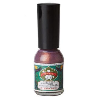 ボトルの見た目の色は紫色ですが、爪に塗ると銅のような艶...