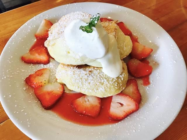 やっぱり食べたい!ハワイのパンケーキ クラシックタイプのパンケーキと人気のスフレ風パンケーキ、 お気に入りはどちら?
