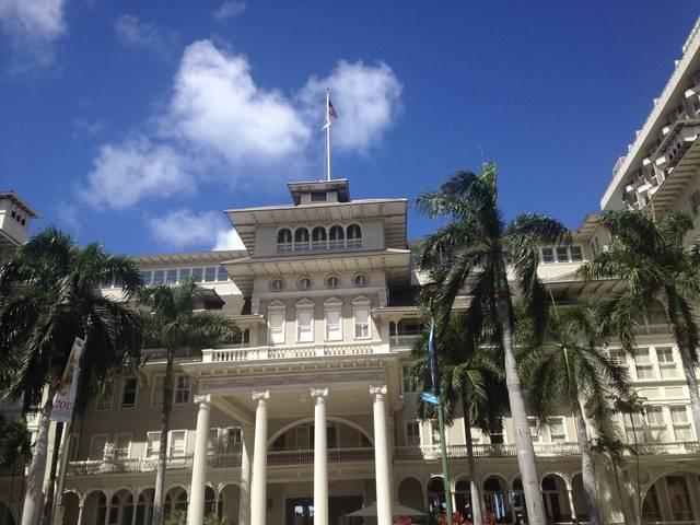 ハワイ最古の名門ホテル、モアナサーフライダーで優雅な時間を