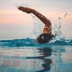 長い距離を泳ぐためには