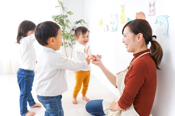 子供たちと幼稚園の先生