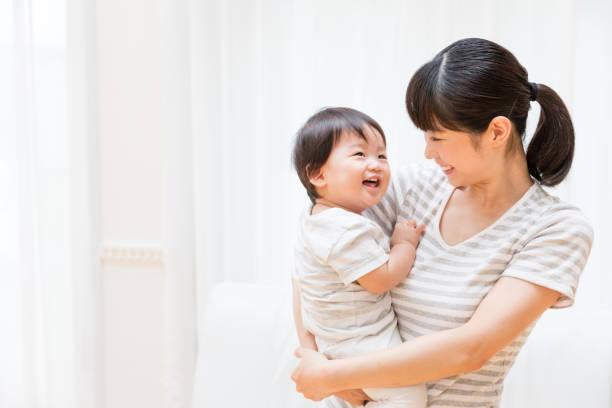 アジアの母と赤ちゃんのライフ スタイル イメージの肖像画