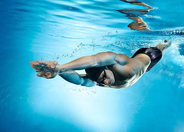 Professional swimmer in gli...