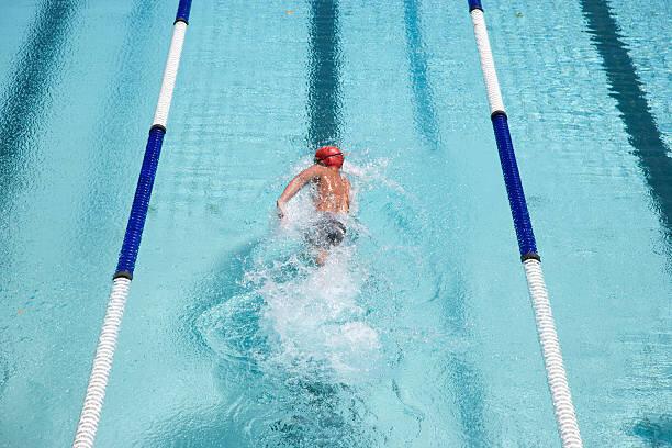 水泳プールでの水泳