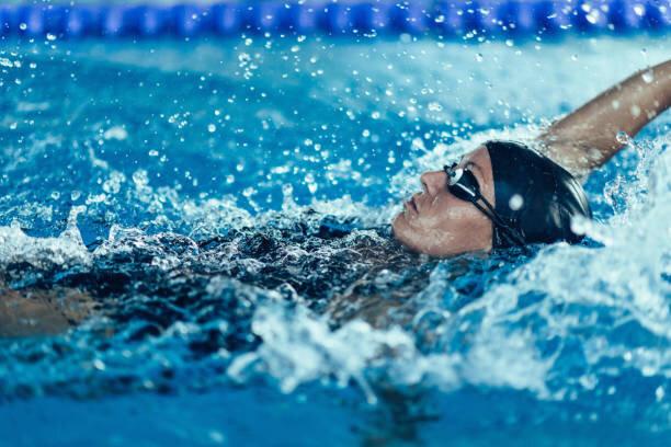 背泳ぎ水泳専門