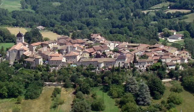 """中世の街に出かけよう! フランス東部""""最も美しい村""""ペルージュ探訪"""