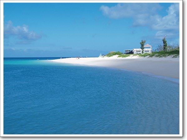 どこのビーチで過ごす?オトナ女子が選ぶ沖縄のビーチとは?