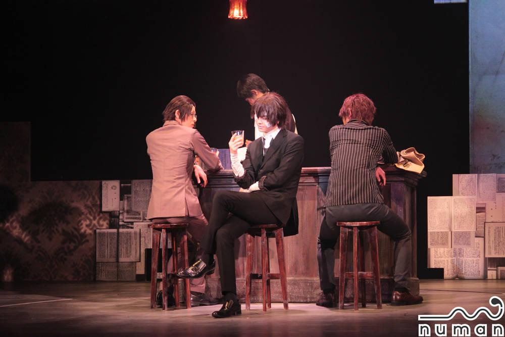 『舞台「文豪ストレイドックス」黒の時代』フォトレポート公開!|男たちの悲哀にみちた物語、圧巻の舞台化!