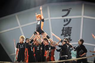須賀健太さんら、烏野高校の卒業公演!演劇「ハイキュー!!」〝最強の場所(チーム)〞ゲネプロレポート
