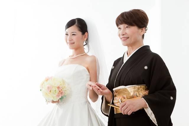 aaee7b4f52add 結婚式に招待されたときに着ていく服装に迷うという人もいるのでは。女性の中には、せっかくのお祝いの席であるし、ぜひ訪問着を着て出席したいと考える人もいるで  ...