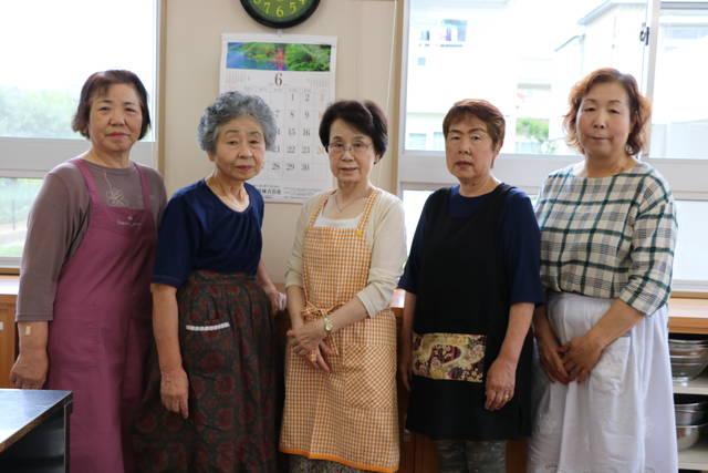 郡山地区女性部山根支部  左から富沢美知子さん、生江弘子さん、久保木睦子さん、力丸静江さん、庄子幸子さん