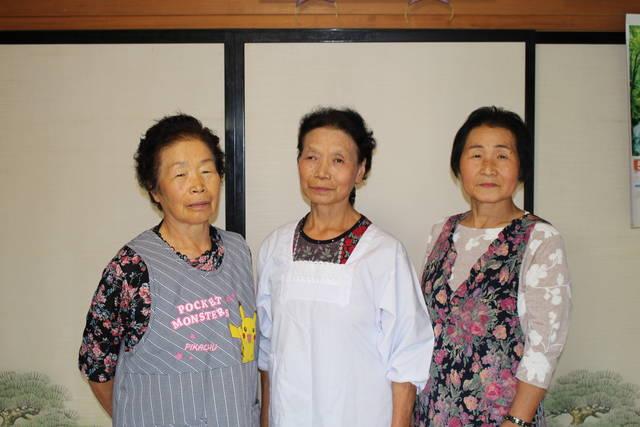 郡山地区女性部河内(こうず)支部  (写真左から)古川和子さん、伊東由乃さん、橋本アサヨさん