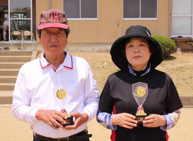 優勝した吉村さん(左)と箭内さん(右)