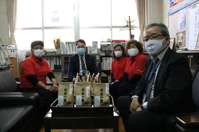 日和田中学校校長室にて