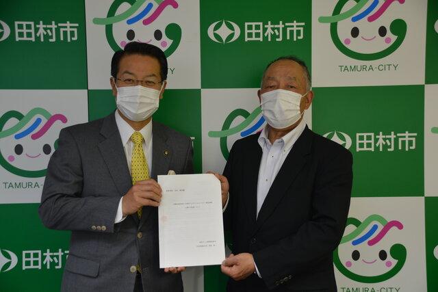 管野組合長(右)と白石田村市長