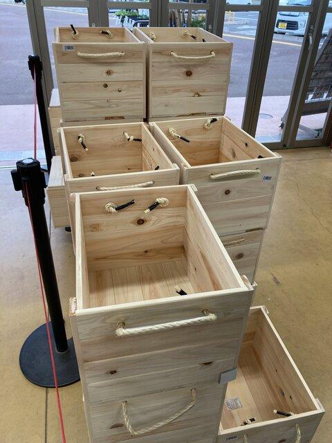展示販売されている木製箱