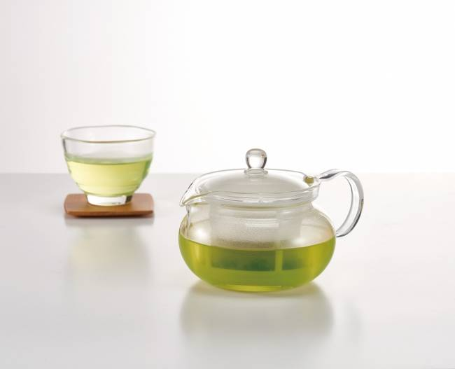 細かな茶葉もれが気になる方に。クリアなお茶を味わいたい方に。耐熱ガラス製急須「 茶茶急須・丸 AYAORI 」 新登場
