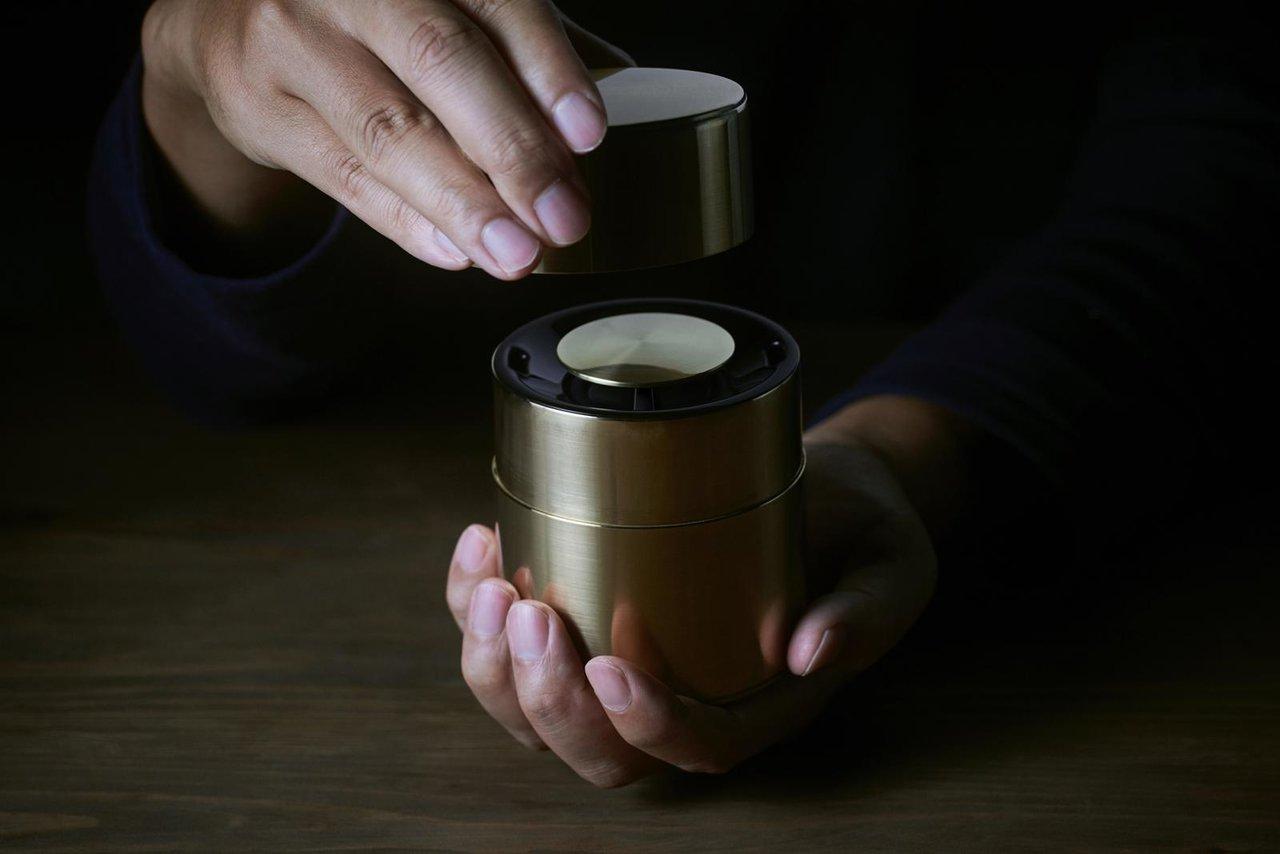 手作り茶筒の老舗「開化堂」とワイヤレススピーカー「響筒」を商品化