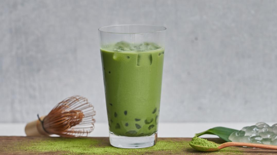 飲めるモチドリンク。粒わらび餅が新食感の自信作「mochi latte -モチラテ-」を7/15(水)販売開始!全国80店舗のnana's green teaで