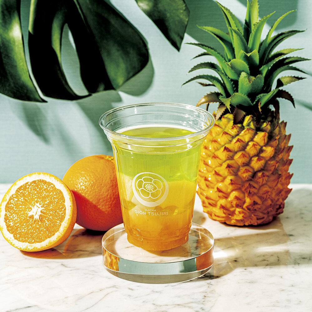 爽やかな冷煎茶×夏フルーツの意外な組み合わせが美味!二層の夏カラーが元気をくれる「トロピカル冷煎茶」新登場