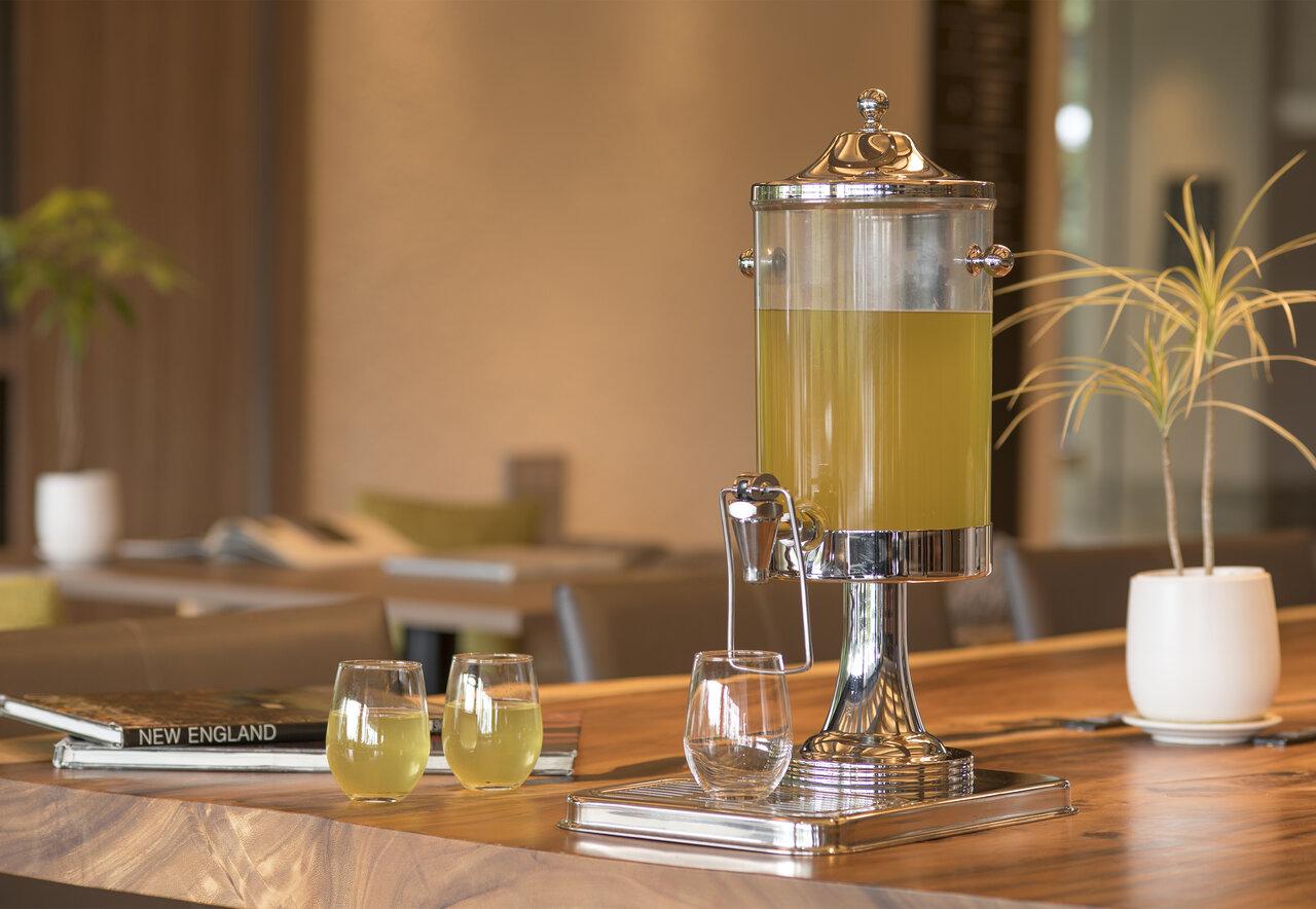 """伊豆マリオットホテル修善寺 旅の始まりをお茶でおもてなし 地域資源の""""茶""""を活用した静岡発プロジェクト『茶事変』との新たなホテルサービス「Welcome Tea -Premium-」"""