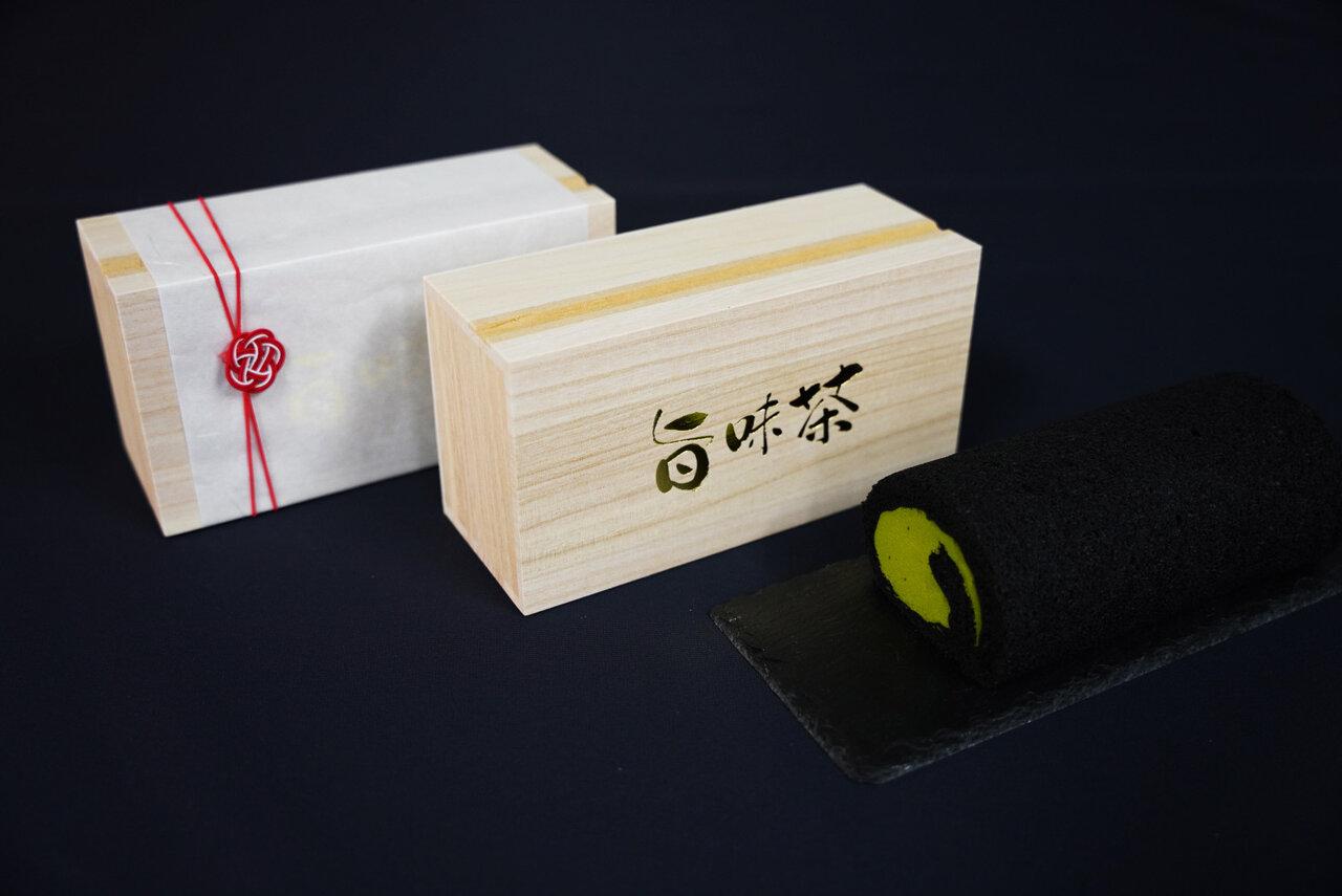 9 月末に完売した「日本茶鑑定士」特別ブレンドの「旨味茶ロールケーキ」が追加販売が決定!!