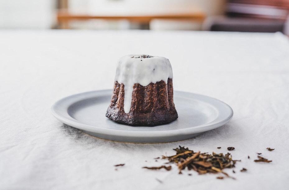 """【""""お茶を食べるカヌレ""""新フレーバー】「kawaraのお茶カヌレ」に国産茶葉の""""和紅茶""""が仲間入り!3種類のお茶カヌレを楽しめるセットになって新発売!"""