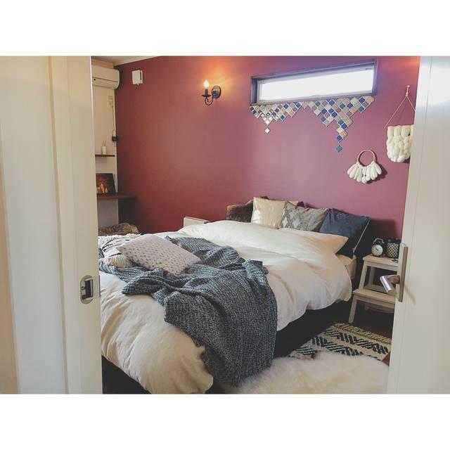 赤×白×灰色 の 寝室