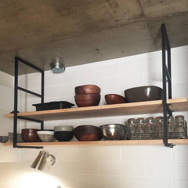 よく使う食器も使いやすい所にオープン収納。