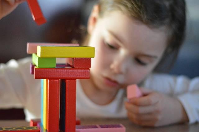 出産祝いに贈りたい!かわいいだけじゃない、安心できる木製おもちゃメーカー3選!