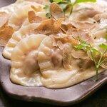 自宅で簡単に高級食材が楽しめる「トリュフ餃子」オンライン販売開始! 素材にこだわり抜いた国産ブランド豚、欧州産のトリュフとチーズを贅沢に使用。餃子の概念を覆す新商品!