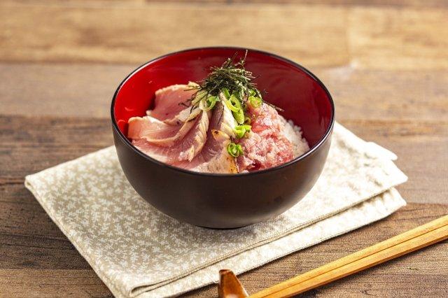 ■焼津産マグロとネギトロ丼