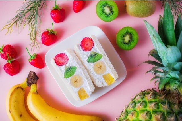 『旬の4種が贅沢に! FruitsBOXサンド』500...