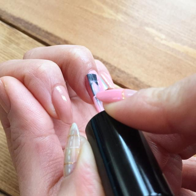 セルフネイルの基本!マニキュアを綺麗にムラなく仕上げる塗り方 - Latte (1364)