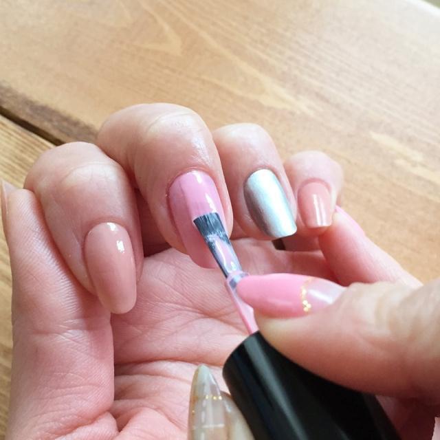 セルフネイルの基本!マニキュアを綺麗にムラなく仕上げる塗り方 - Latte (1370)