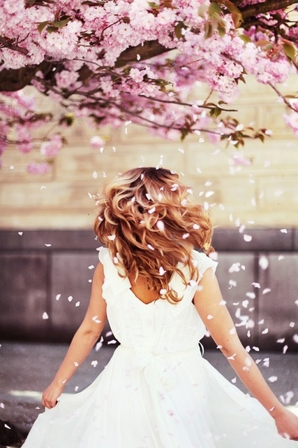 #hair #flowers #spring #fairy #white #story by ✴ Løst in time | We Heart It (2276)