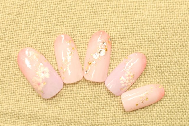 3.桜のふんわり和柄ネイル