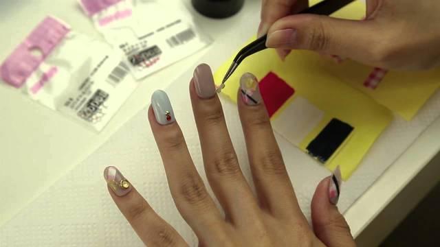 100均でそろう!簡単にできるネイルシールの作り方と貼り方 nail art tutorial 【ネイルアート・パーツアート編】 - YouTube (4245)