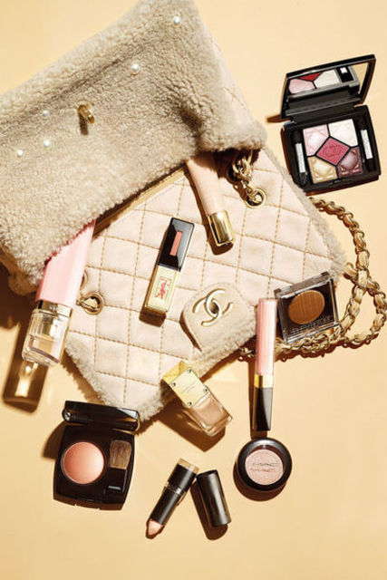 Nude-Make-up mit Glamour-Effekt - VOGUE | We Heart It | bag, coco chanel, and pastel (8899)