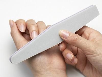 ①爪全体の凹凸を滑らかにする
