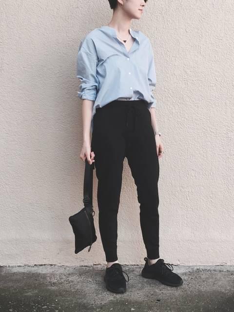スウェットパンツ×シャツ