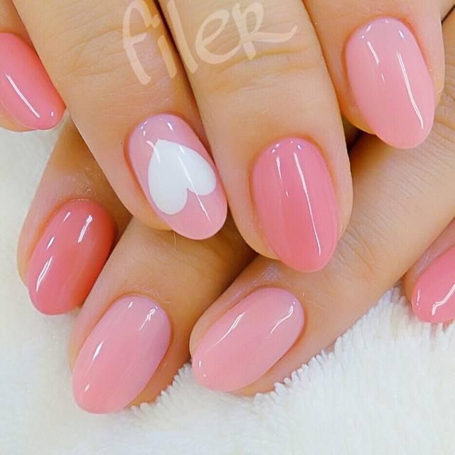 シンプルなピンクネイル