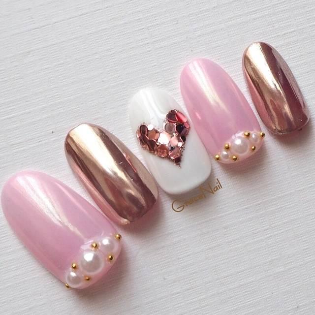 31.ピンクハートのミラーネイル