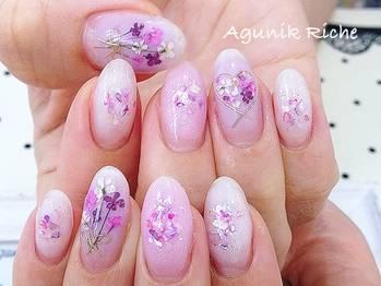 50.花束チークネイル