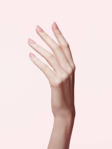 5 Beauty Skills Every Woman Must Master   Pretty   Pinterest   Hand reference, Hand pose and Hand photography (31279)
