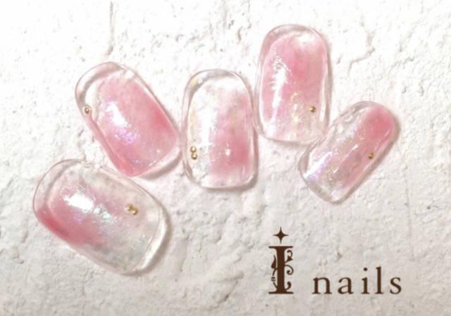 1. 透明感あふれるピンクおフェロネイル