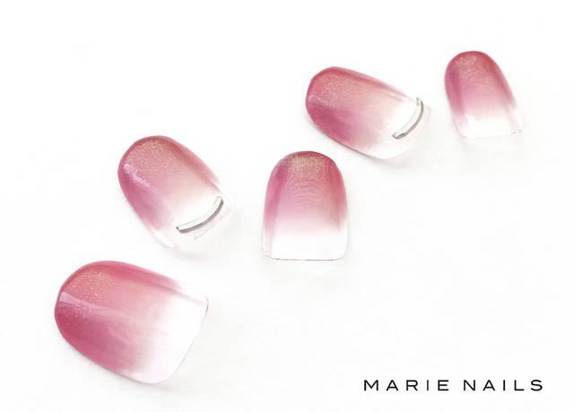 9. フレンチにピンクおフェロネイル