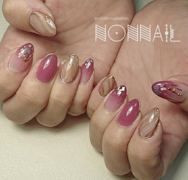 12. 大理石とピンクのおフェロネイル