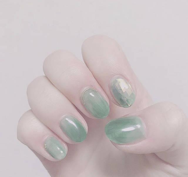 29. 儚いグリーンおフェロネイル
